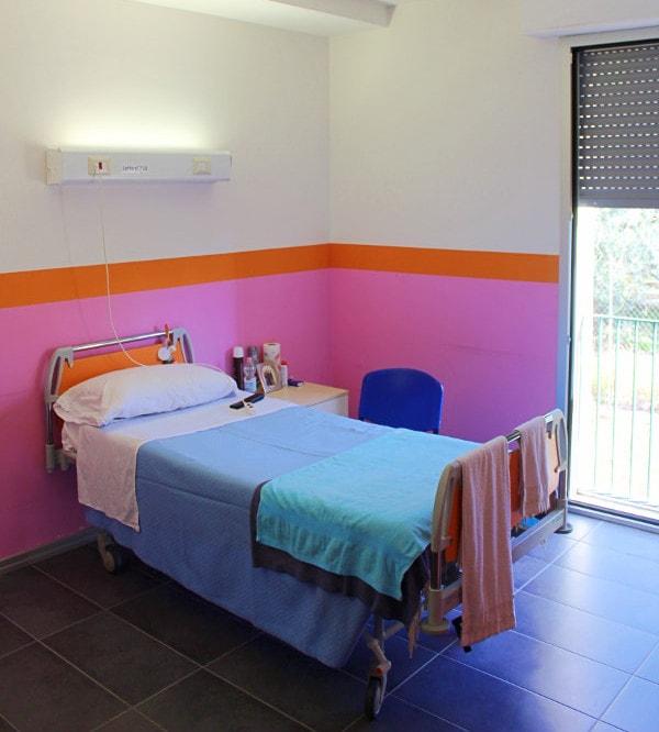 residenza montebuono stanza letto anziani